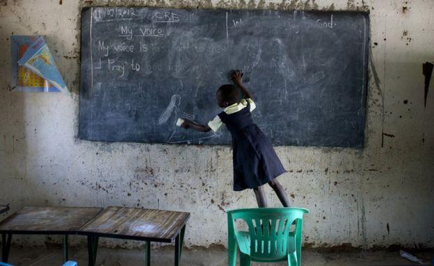 Los 10 peores países para ir a la escuela si eres niña (y qué país latinoamericano es el mejor del mundo)