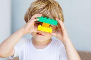Un joven construye su prótesis con Legos y quiere hacer lo mismo para otros amputados