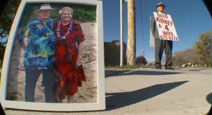 Un hombre de 74 años hace algo increíble para ayudar a su mujer enferma