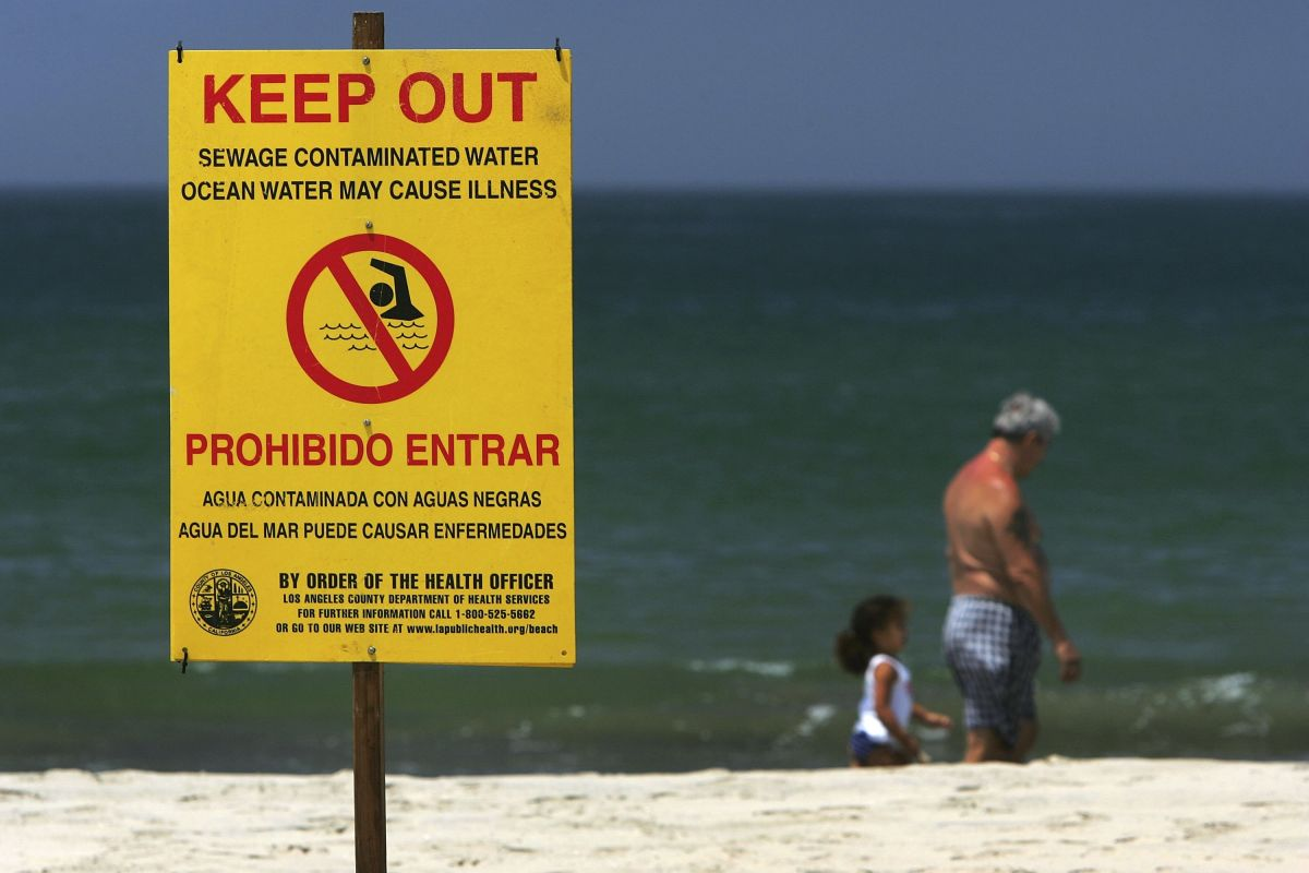 Se derraman 300 galones de aguas negras en Newport Beach