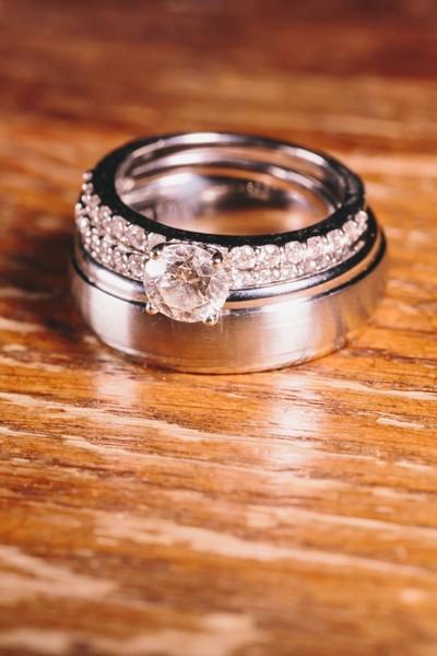 Le pide matrimonio con un collar muy especial, el del perro