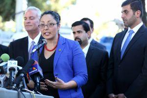 Asambleísta hispana dice que también a ella la han acosado en Sacramento