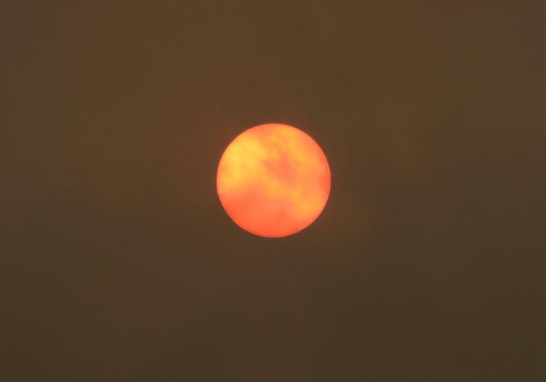"""¿Señal del Apocalipsis?: Qué causó que el Sol se tornara """"rojo"""" en Reino Unido"""