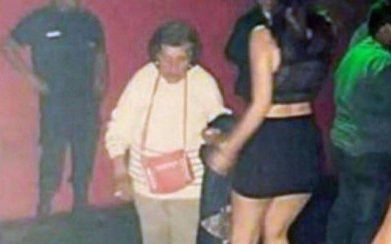 Foto: ¿Qué hace esta abuela en una discoteca?