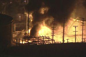 Incendio estalla en refinería de petróleo de la compañía Chevron