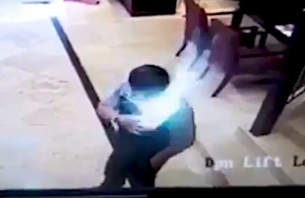 Video: Un Samsung Galaxy explota dentro de la camisa de un hombre