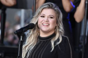 ¿Con quién se quedarán los hijos de Kelly Clarkson después del divorcio de sus padres?