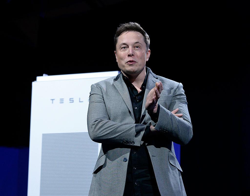 Elon Musk anuncia cambios en modo Autopiloto después de que la policía no pudiera detener a conductor dormido en su Tesla