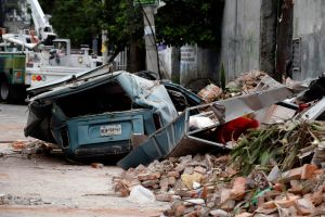 Mexicanos, aún dolidos e indignados a un año del sismo