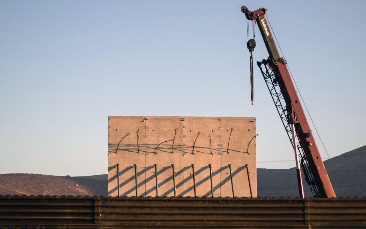 DHS afirma que cuatro prototipos de muro fronterizo ya están listos cerca de San Diego
