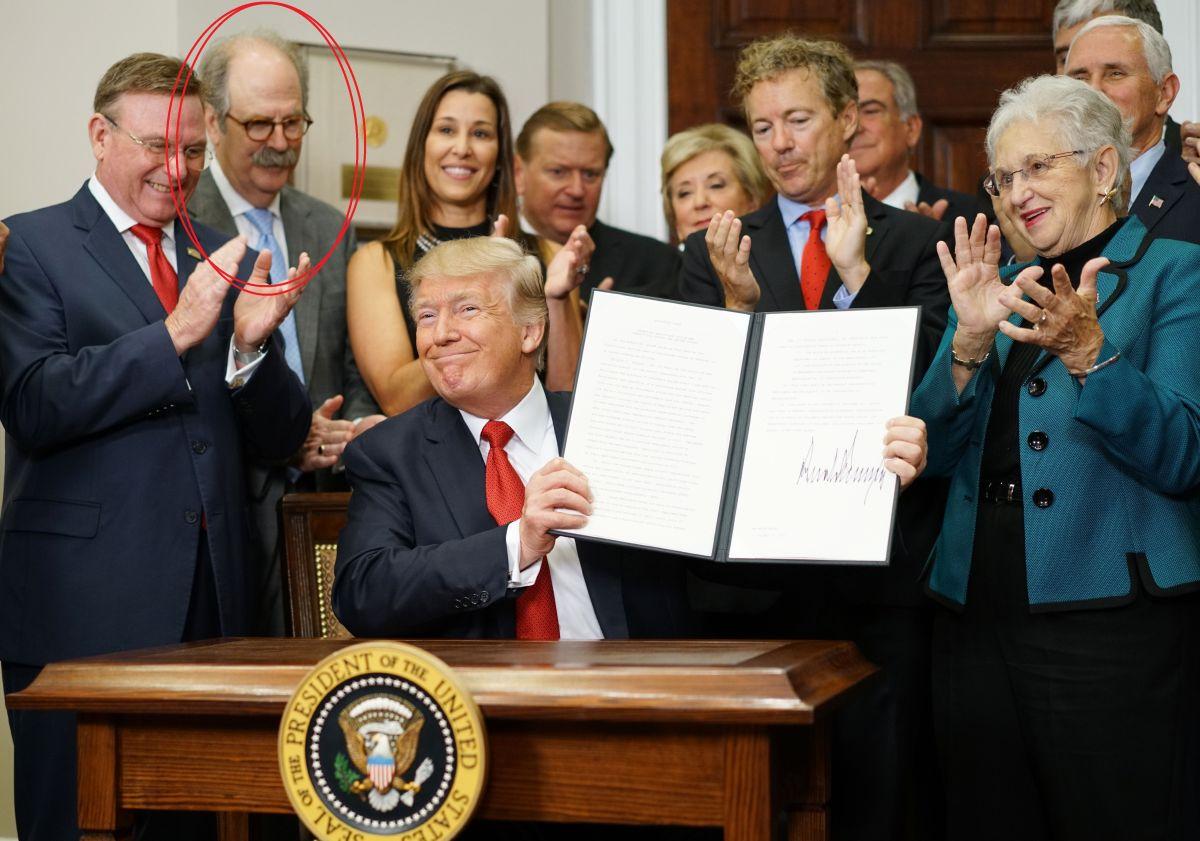 Cómo una foto junto a Donald Trump puede arruinarte la vida