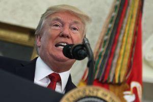 """La """"otra guerra"""" de Donald Trump en su primer año de gobierno"""