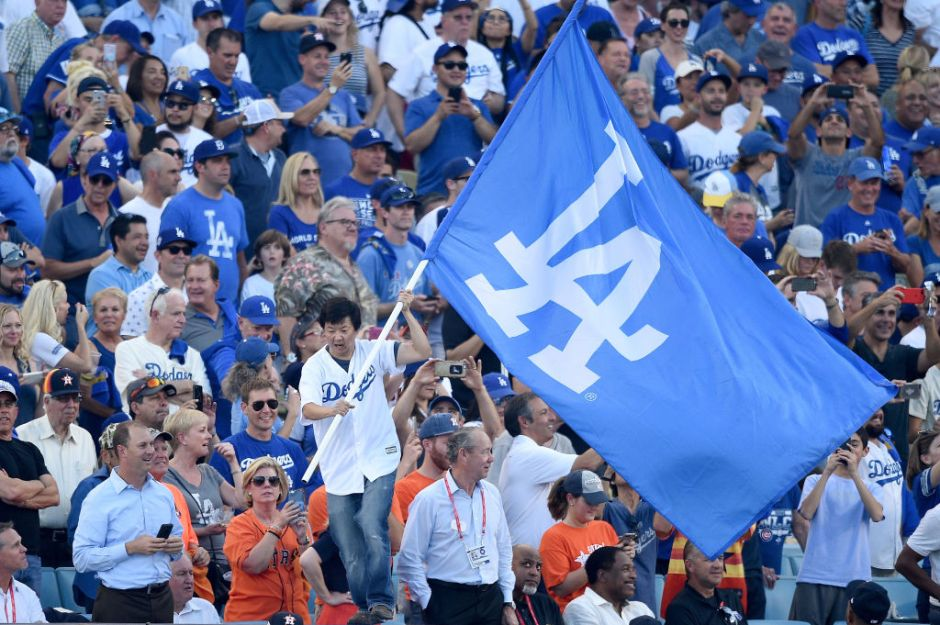 VIDEOS: Astros llegan a Los Ángeles y los fans se las ingenian para darles su merecido