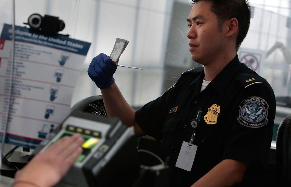 Qué hacer si es detenido en un aeropuerto de EEUU