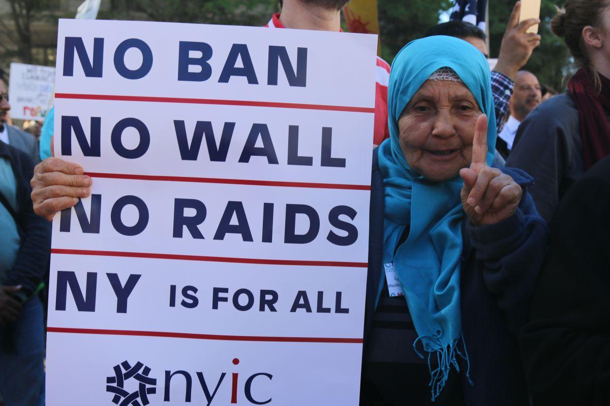 """Otro tribunal de apelaciones falla contra tercera """"veda musulmana"""" del presidente Trump por discriminatoria"""