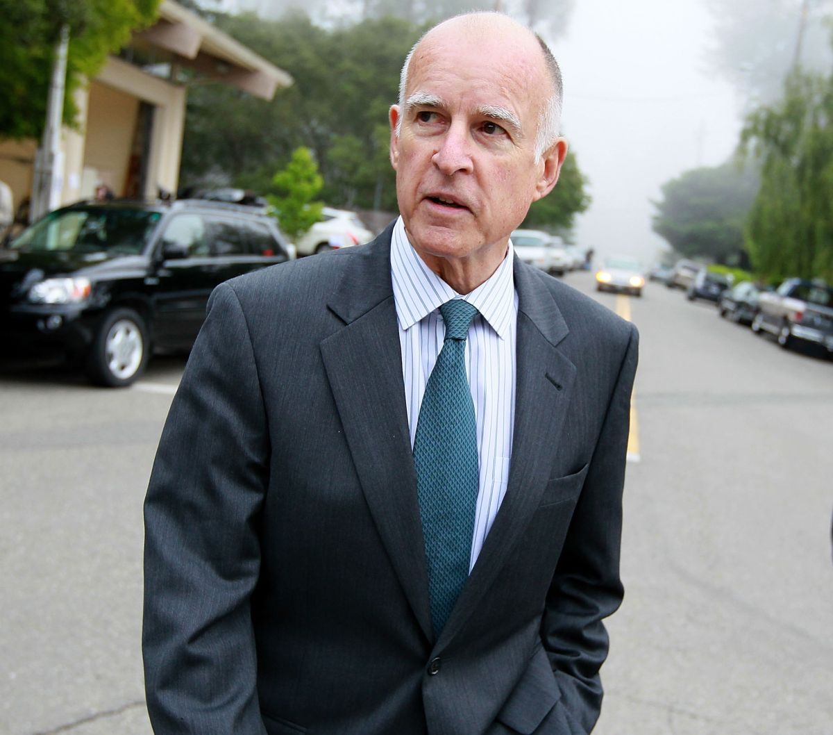 Gobernador Brown firma ley que borrará a miles del registro de delincuentes sexuales