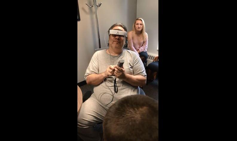 Video: Una enfermedad lo dejó ciego y 10 años después, pudo ver a su familia