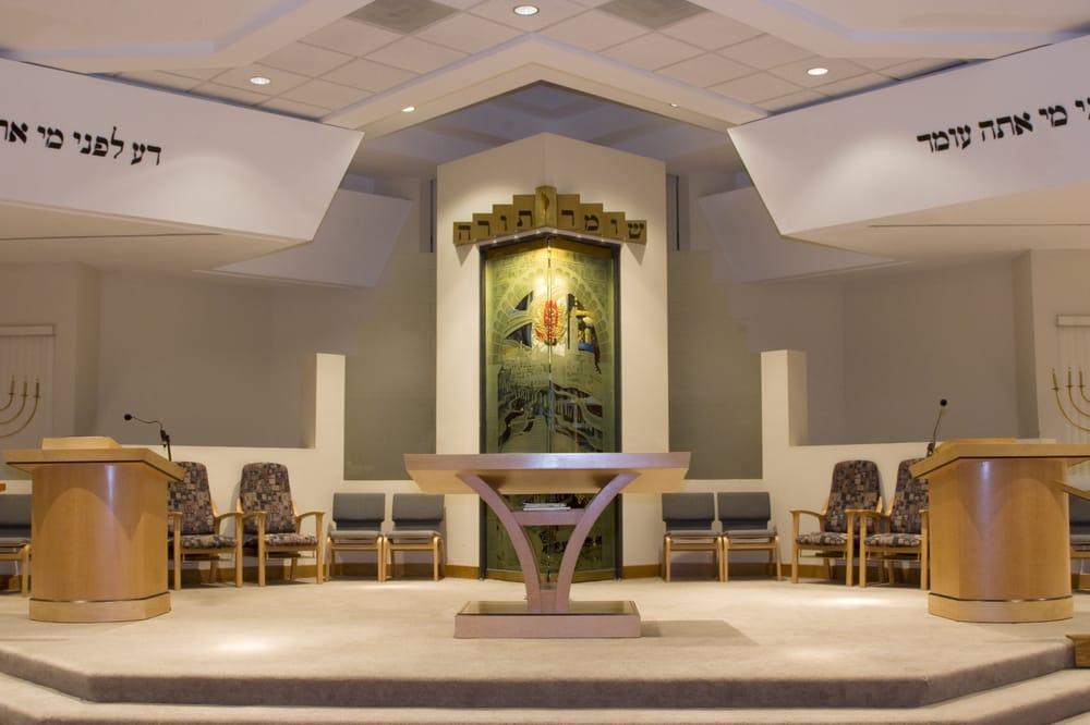 Una sinagoga de Santa Rosa se convierte en refugio en medio del fuego