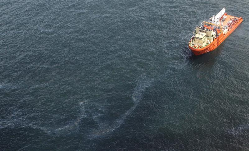 Guardia Costera reportan derrame de petróleo en el Golfo de México