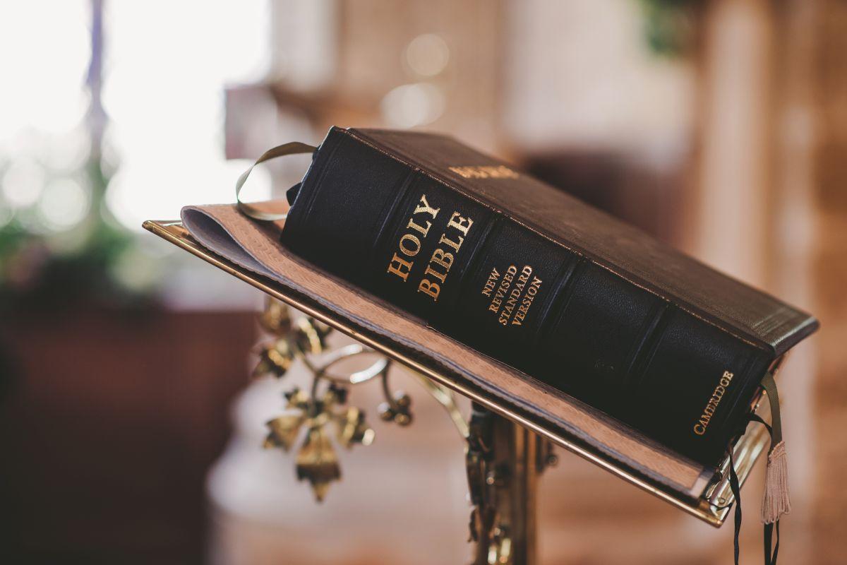 Juez justifica violencia contra la mujer ¡basándose en La Biblia!