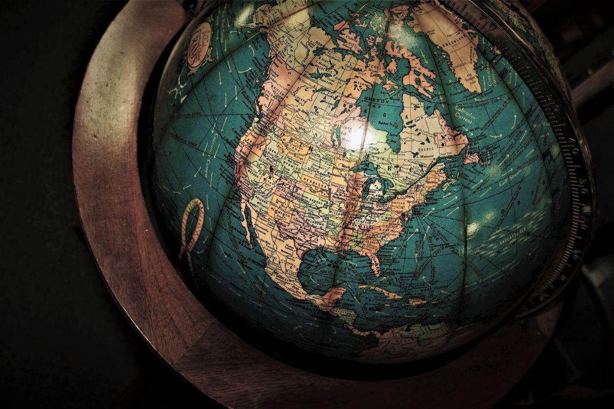 Las placas tectónicas se originan en los océanos, dice John Dewey, de la Universidad de Oxford.