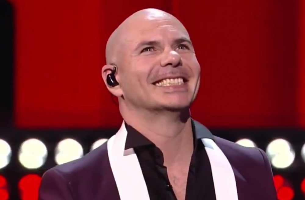 Pitbull sent a very inspiring message to immigrants at Latin AMAs