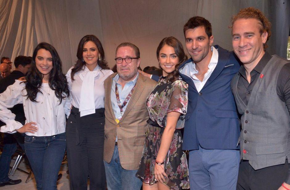 Televisa presenta elenco de telenovela 'Sin tu mirada'