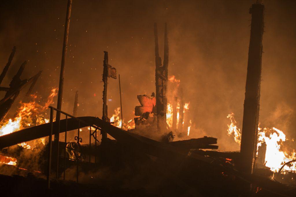 Bomberos logran impedir que las llamas avancen en la ciudad de Sonoma