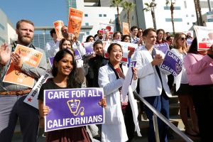 Doctores de Los Ángeles apoyan el cuidado de salud sin importar estatus migratorio