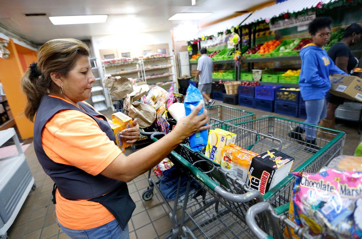 Gobierno de Biden impulsa cupones de alimentos: más de 30 millones de familias pasan hambre en Estados Unidos