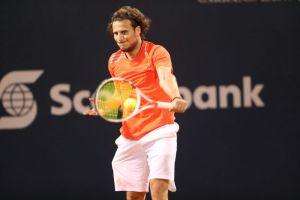 El gran Diego Forlán cambió el balón por la raqueta... ¡y no lo hizo mal!