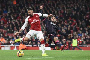 Recital de Giroud y Özil en goleada del Arsenal en la Premier