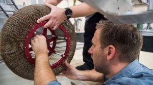 """NASA """"reinventa"""" la rueda al crear un neumático prácticamente indestructible"""