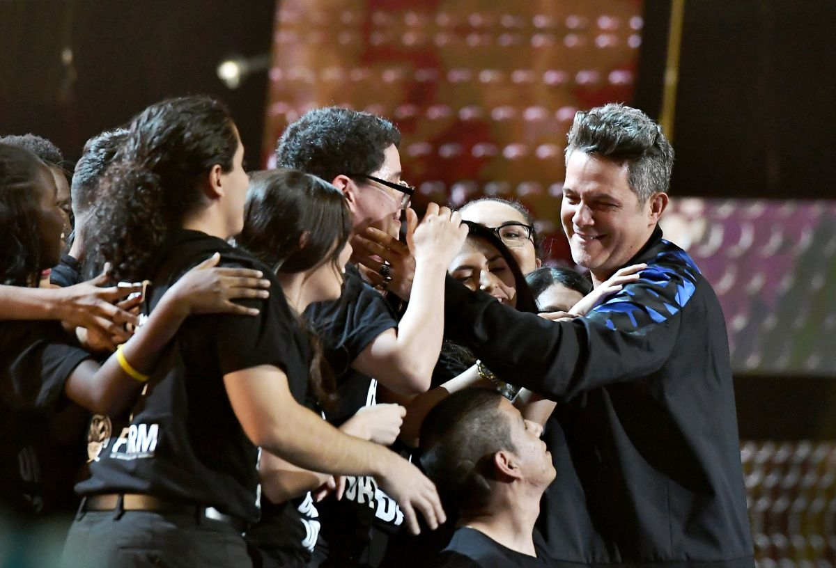 Video: Alejandro Sanz le dedica premio Latin Grammy a 'dreamers'