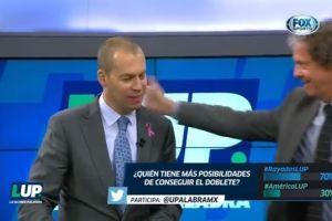 Video: Exfutbolista propina cachetada a comentarista de Fox Sports en vivo