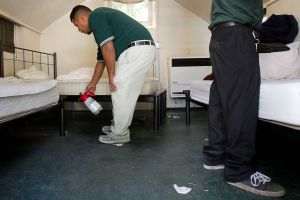 Exposición a disolventes orgánicos causa presión alta en trabajadores latinos