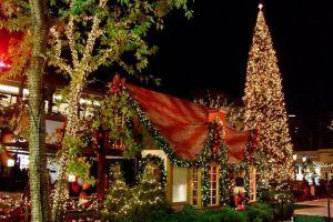 Consejos para evitar accidentes al instalar luces navideñas en el hogar