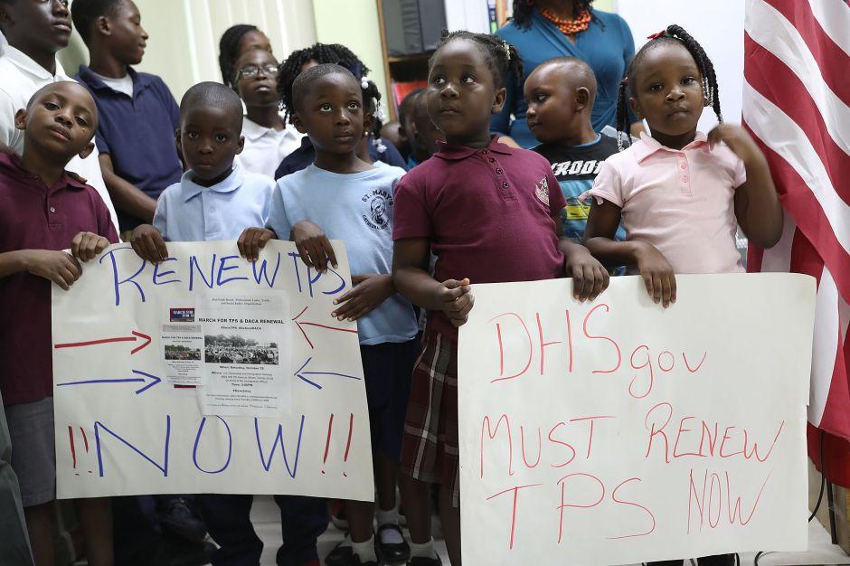 Decisión sobre TPS haitiano deja pocas esperanzas para salvadoreños y hondureños