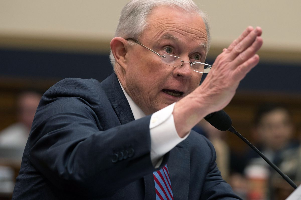 Procurador Sessions quita a jueces migratorios poder de cerrar casos de deportación