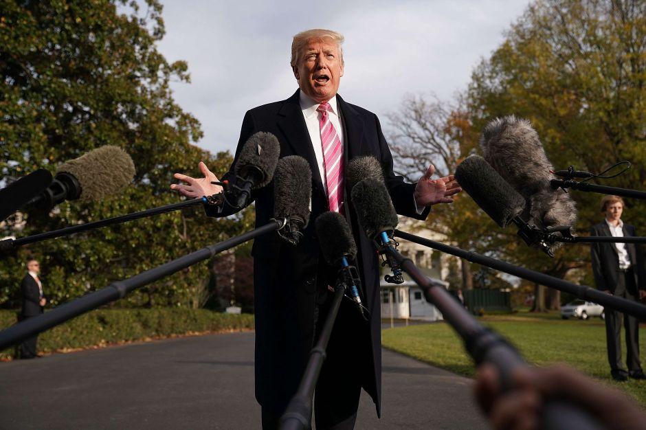 Trump enfrenta demanda de funcionaria de protección financiera al consumidor