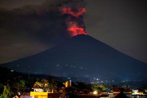 Indonesia evacúa a 100,000 personas ante inminente erupción del volcán Agung