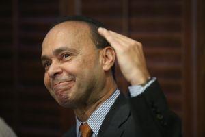 """Luis Gutiérrez: """"Biden tiene que hablarle directamente a los votantes latinos"""""""