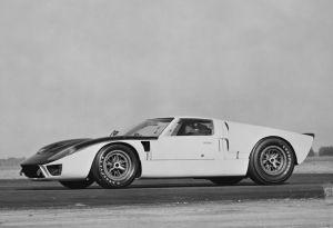 Ego, orgullo y motores potentes: la historia de cómo Ford se unió a las carreras de autos