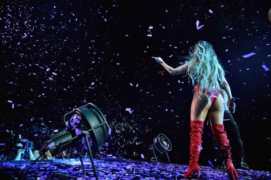 """¿Cómo afectará al compromiso de Jennifer Lopez que se convierta en """"stripper""""?"""