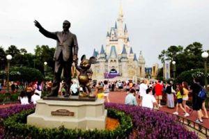 Alerta en Disneyland por presencia de peligrosa bacteria