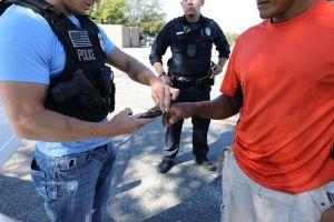 """Ocho meses en prisión y a un paso de la deportación por estar en base de datos de pandilleros por """"error"""""""