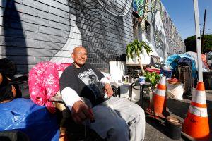 Los Ángeles abre su primer albergue de emergencia para desamparados