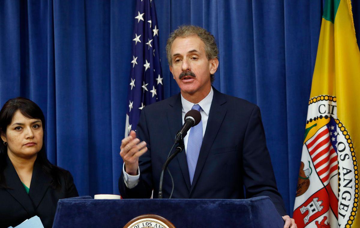 Alertan en Los Ángeles sobre robo de identidad para cobrar el desempleo