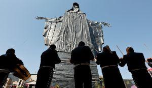 VIDEO: La Santa Muerte más grande del mundo cumple 10 años