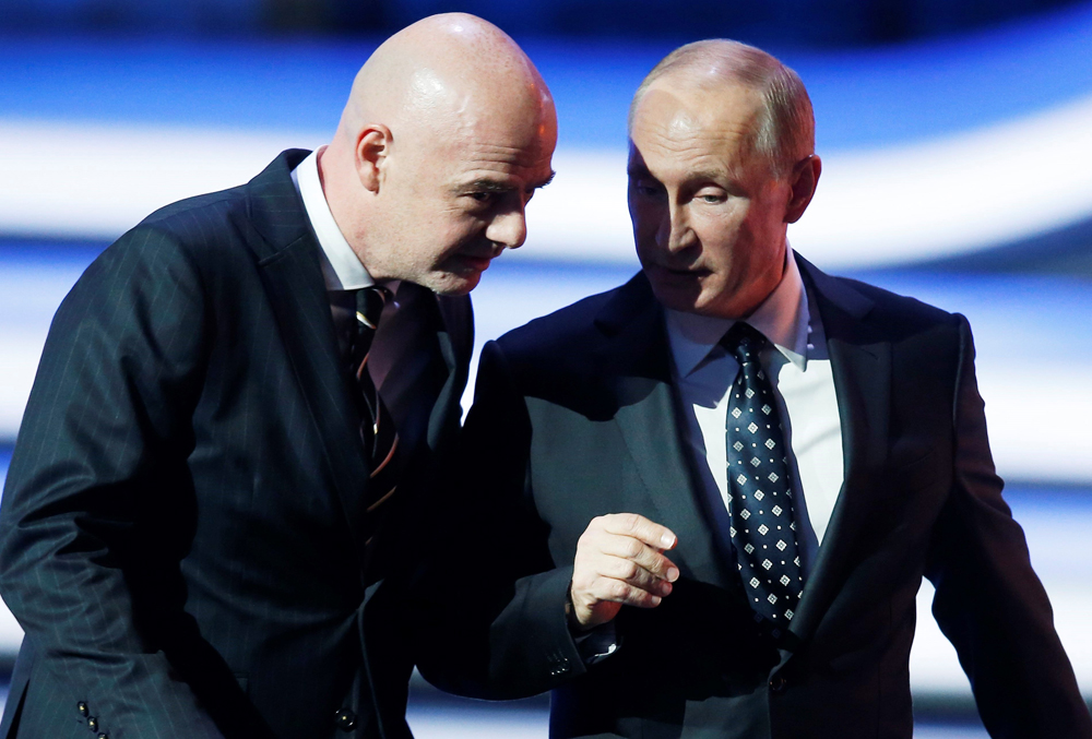 Gianni Infantino y Vladimir Putin en el sorteo de Rusia 2018